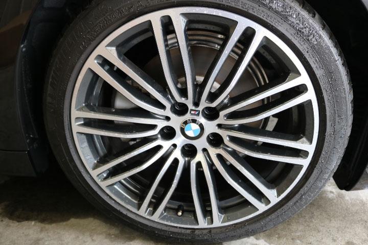 5シリーズツーリングのタイヤ&ホイール洗浄前
