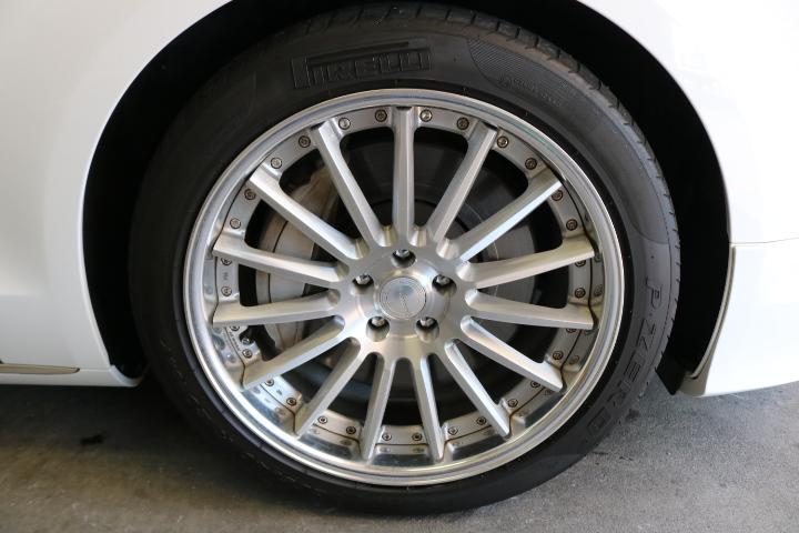 アウディA8のタイヤ&ホイール洗浄前